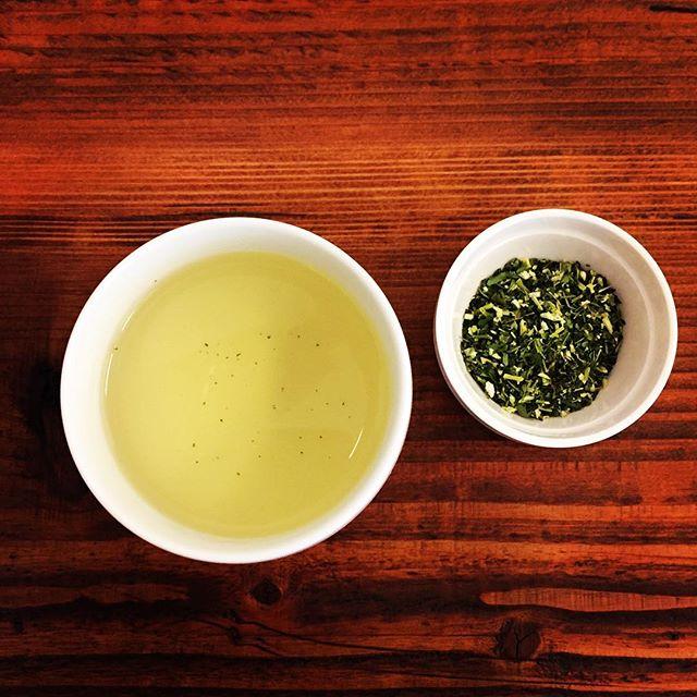 本日のteaモリンガ茶を頂きました。ミラクルツリーと呼ばれるモリンガは葉っぱから根っこまで、余すことなく使われるそうです。太陽をいっぱい浴びたモリンガ茶、とても飲みやすかったです。#lovetea #teatime #tea #モリンガ  #ふくちゃ #moringa #herbaltea