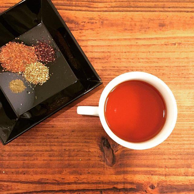 今日のteaローズヒップ、ハイビスカス、グリーンルイボスの肌想いブレンドです。#herbaltea #tea #ふくちゃ #lovetea #instagood #お茶 #like4like #follow4follow #teatime